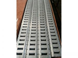 63010 – Líneas de Carga. Guía amarre de carga 130×3.048. Aluminio.